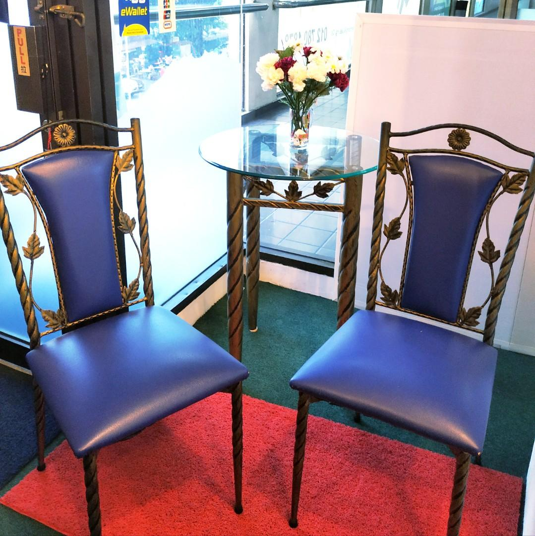 Vintage furniture set (glass table and cushion chairs)