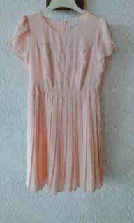 Dress korea plisket peach