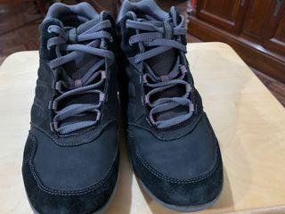 Easy Spirit women's lightweight walking shoes