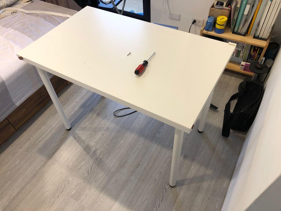 IKEA 桌子(送椅子)