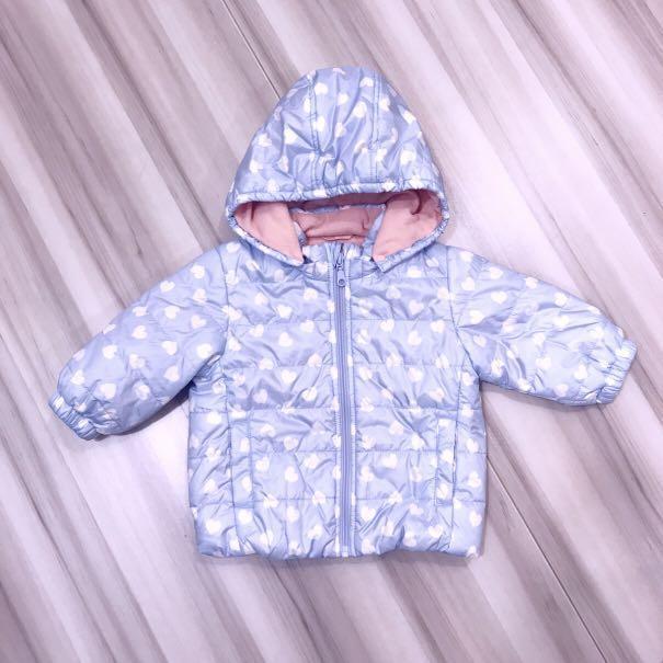 Lativ 嬰幼兒女寶滿版愛心馬卡龍色鋪棉連帽外套 80cm