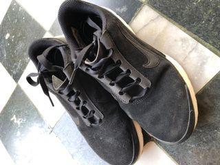 Nike 黑色麂皮球鞋慢跑鞋 (二手)