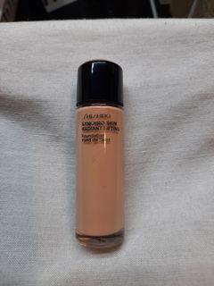 Shiseido Synchro Skin Radiant Lifting Foundation in Quartz 10ml
