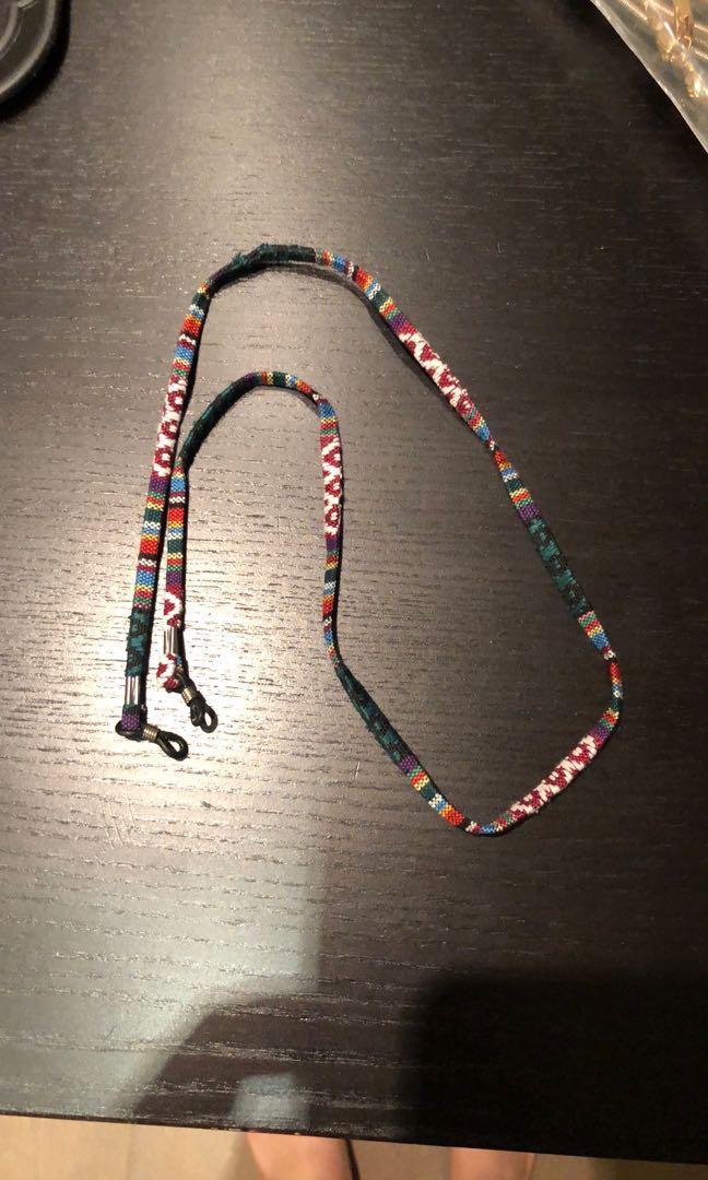 Sunglass knit chain