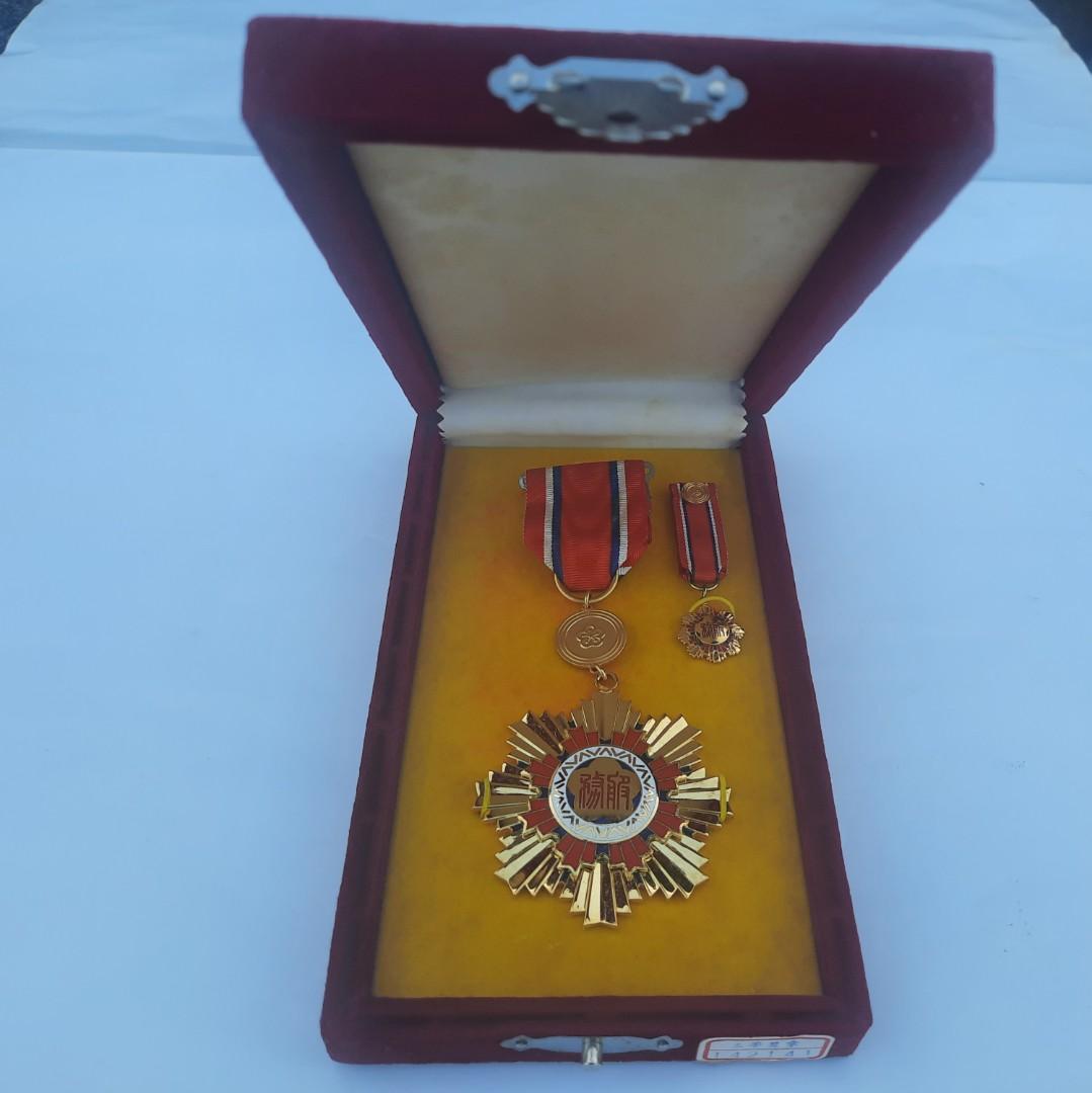 公務人員服務獎章1枚
