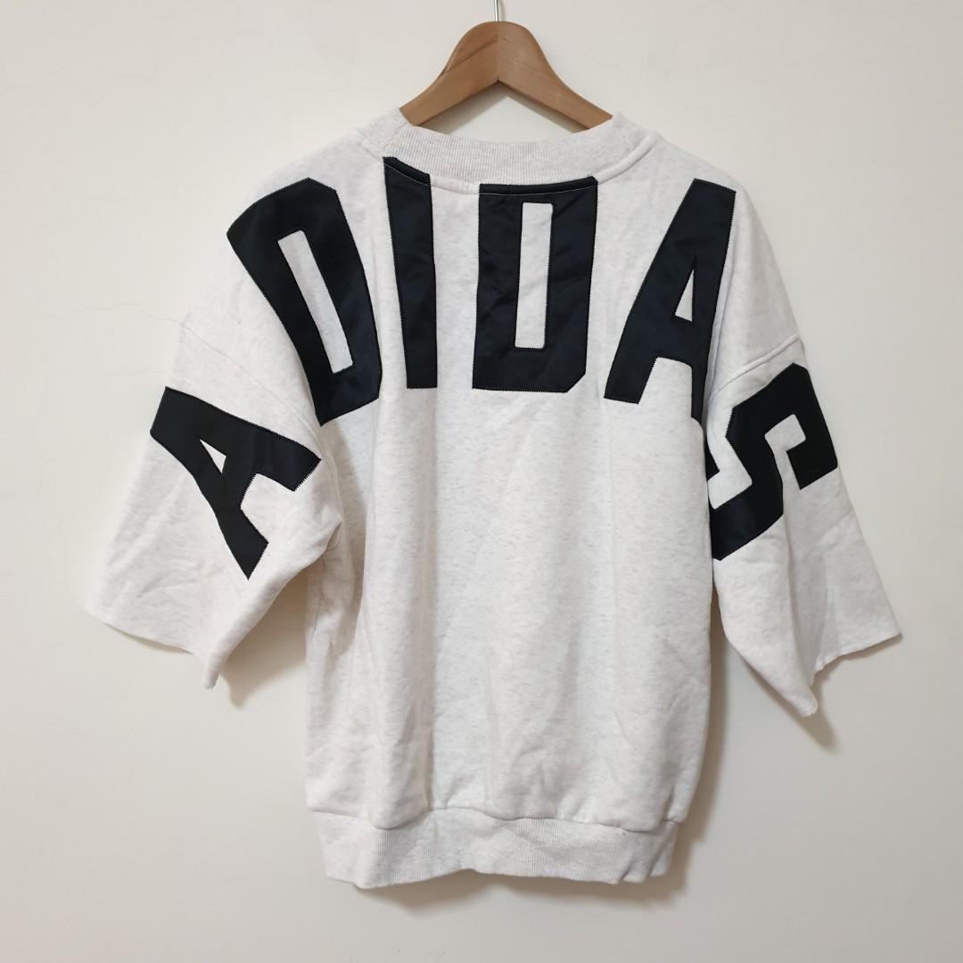 Adidas 大學t 運動休閒 落肩 灰白 寬版 背後大logo