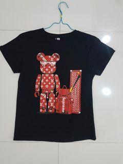 Kaos motif LV, belum pernah dipakai