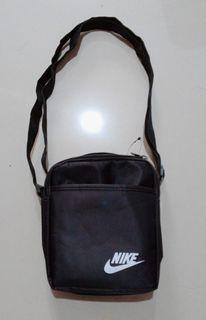 NIKE 耐吉 黑 方包 側背包 斜背包 女包 男包 小方包 肩背包 拉鍊包 手拿包 手提包