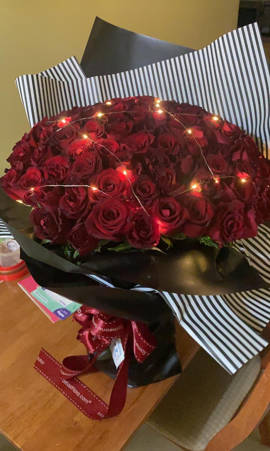 99 Fresh Red Roses With Led Light