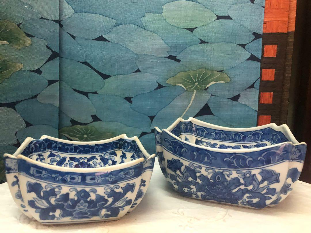 A set of handmade blue/white Chinese vintage bowls