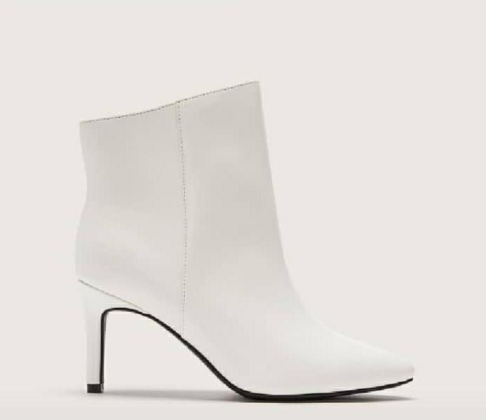 Additionelle white ankle Boots 7w