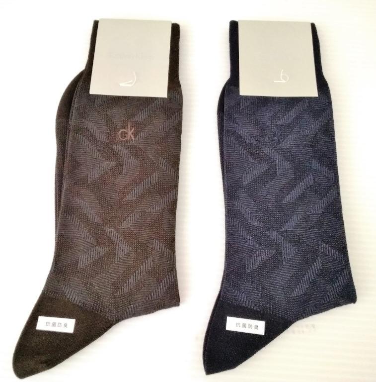 Calvin Klein男抗菌防臭現代感藝術風時尚型男必備好搭柔軟透氣四季可穿尺寸25~26CM花紋紳士襪(兩色可選)