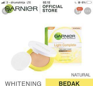 Garnier Light Complete Two way cake
