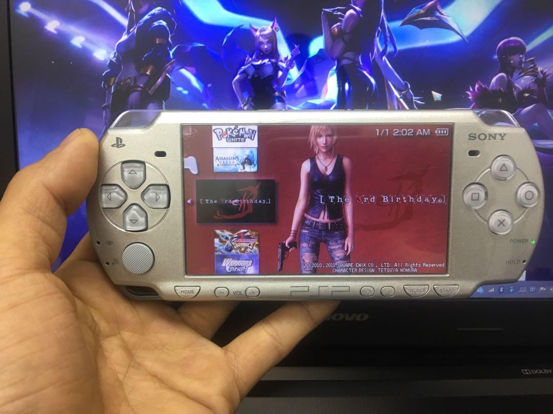 PSP 2000 (32GB memory card)