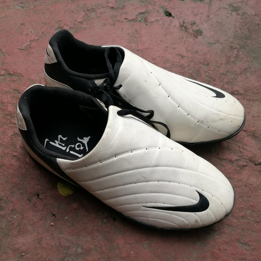 Sepatu olahraga nike futsal dll