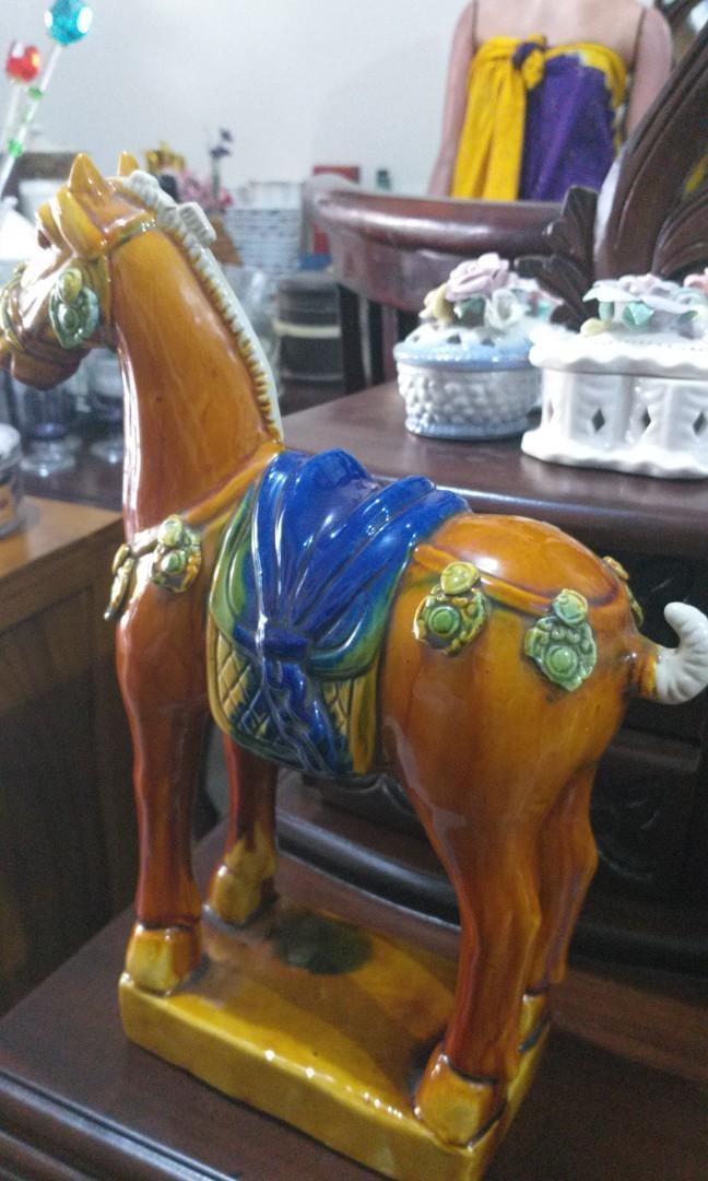 Pajangan kuda keramik