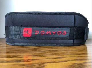 迪卡儂 可調整重量訓練護腰帶 DOMYOS(X/XL)