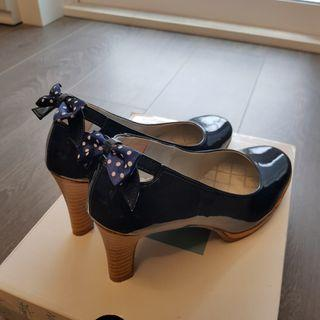 Navy blue back bow heels