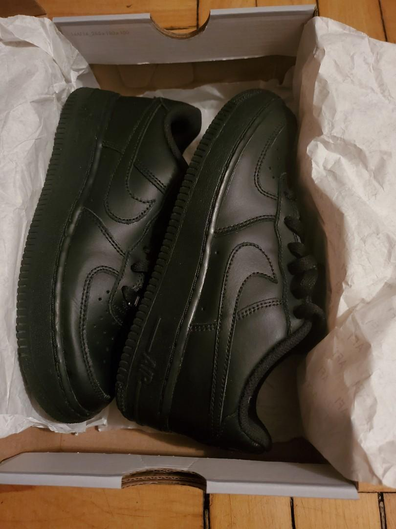 Size 4y Nike Air Force 1's black