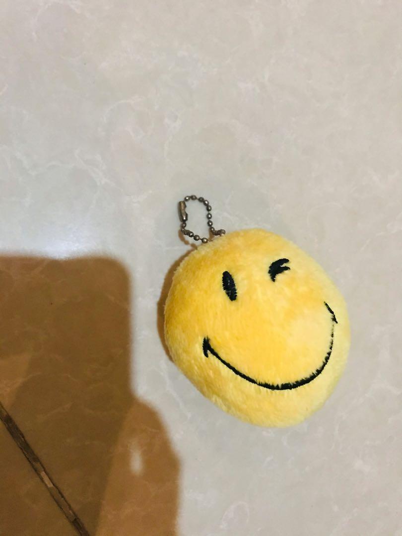 Gantungan emoji smile