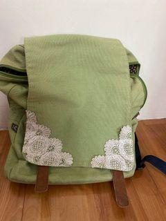草綠色日式風格蕾絲後背包