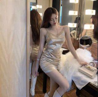 輕奢小眾炸街性感皺褶綢鍛包臀裙