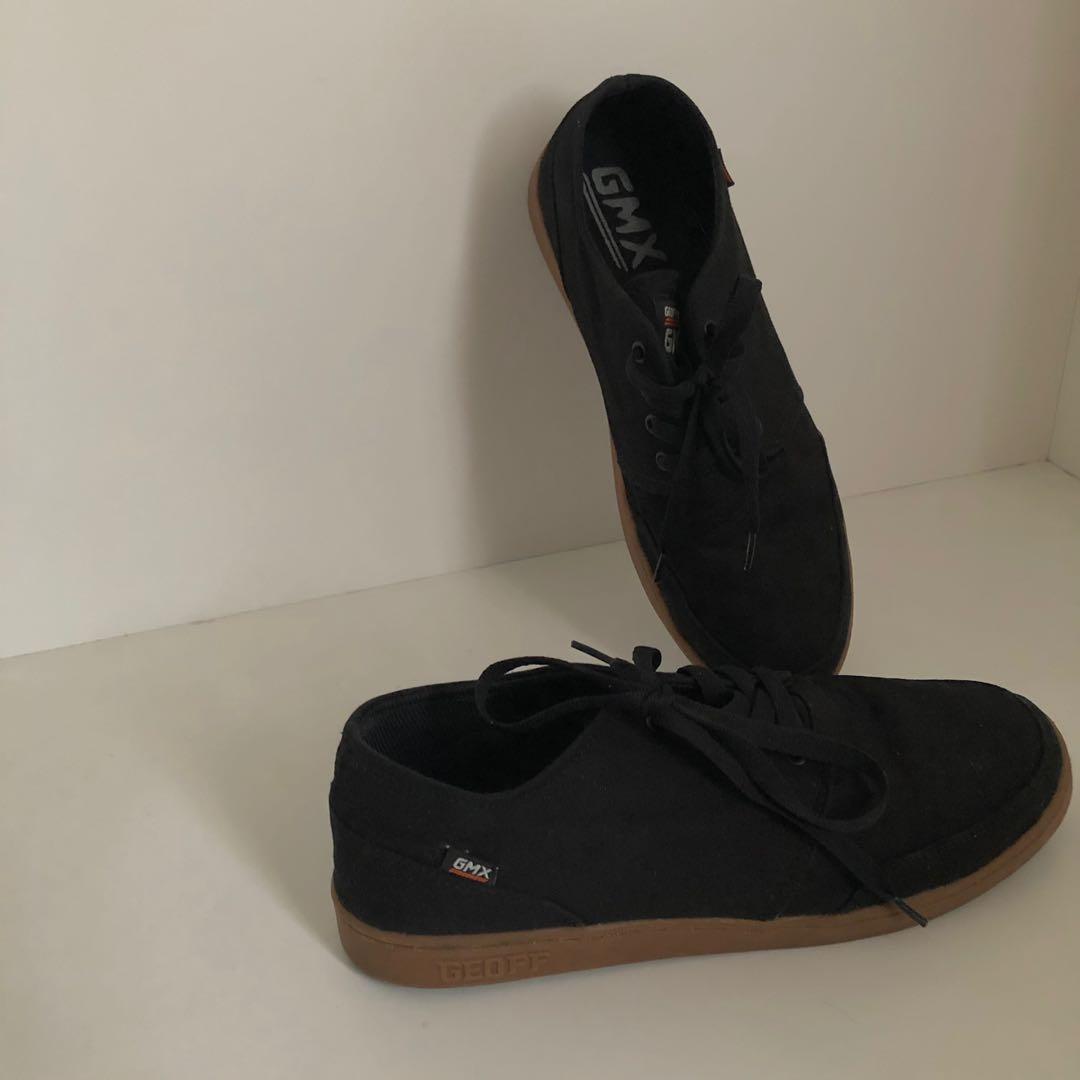 Geoff Max GMX Sneakers Sepatu Hitam Preloved