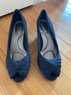Heels (navy blue)