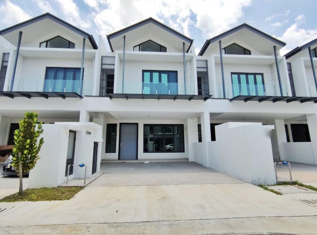 [WTS] NEAR GUARD HOUSE 2 Storey Andira Park Puchong