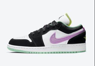 (5.5Y/Euro 38) Nike Air Jordan 1 Low Green Glow