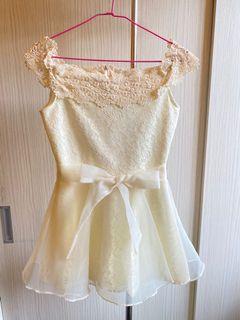 一字領小洋裝
