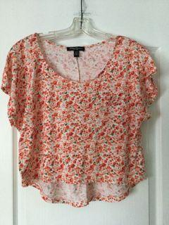 Floral top, size large. Like new.