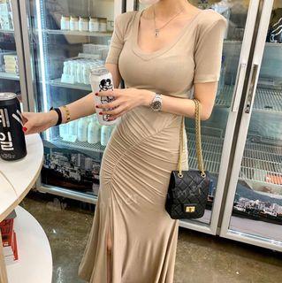 Minimei追加款✪韓系韓版歐美風氣質風百搭休閒 純色V領側邊褶皺設計修身長款連衣裙