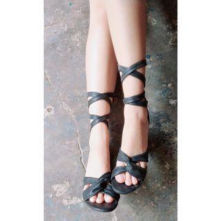 Sepatu brash high heels wanita warna hitam tinggi dengan pita silang