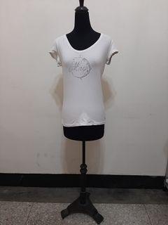 九成新~ MANGO 白色胸前鑲鑽 短袖ㄒ恤 尺寸:M