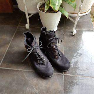 Sepatu boots wanita atmosphere