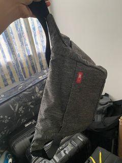 Camera Bag, tapi bisa dipake daily, roomy dalamnya, bisa muat banyak