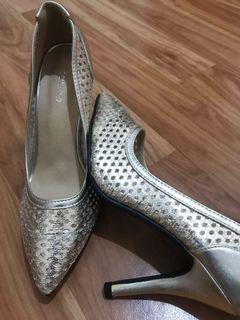 High heels #lalamovecarousell