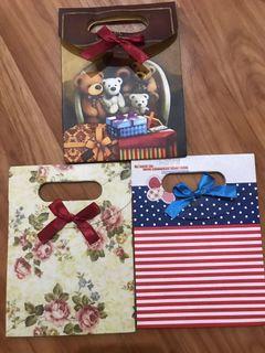 Paper bag untuk bingkisan hadiah
