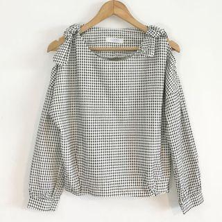 正韓製 打褶棉麻露肩繡線上衣
