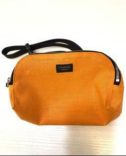 Beams旗下品牌 STANDARD SUPPLY 橘色 側背包