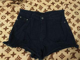 Hot pants hitam