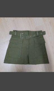 墨綠色短裙