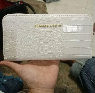 Dompet charles and Keith cream
