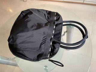 lesportsac超級實用袋,多格袋,底部拉鍊自由收放使用。52x45cm