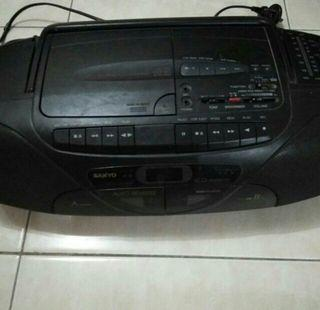 Tape recorder radio karaoke sanyo jadul