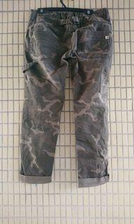 軍綠休閒褲子