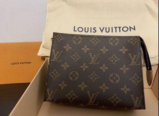 AUTHENTIC Louis Vuitton Toiletry Pouch 19