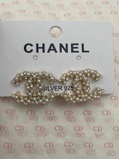 CHANEL CC pearl earrings studs