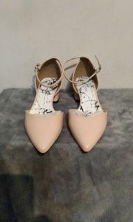 DAPHNE( 達芬妮)專櫃粗跟女鞋 23.5號